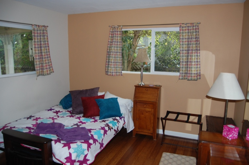 1. Ginger room bed & windows